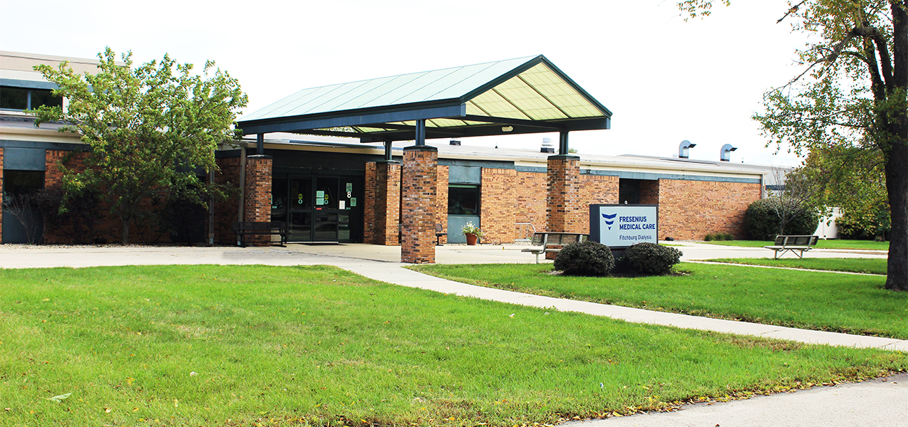 Front door and entrance with sidewalk showing outside the Fresenius Kidney Care building in Woodridge, IL.