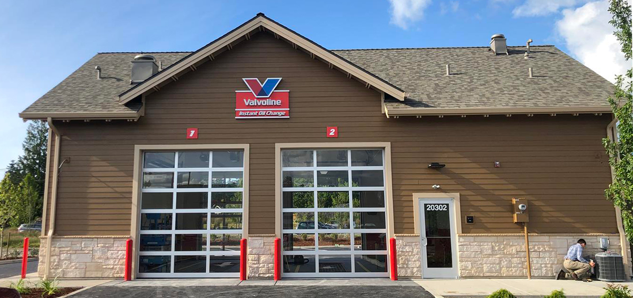 The rear exterior of a Valvoline Instant Oil Change location, built by Tri-North.